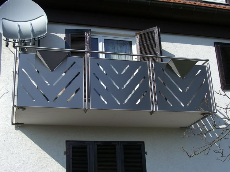 Balcony balustrades for Balustrade en verre exterieur